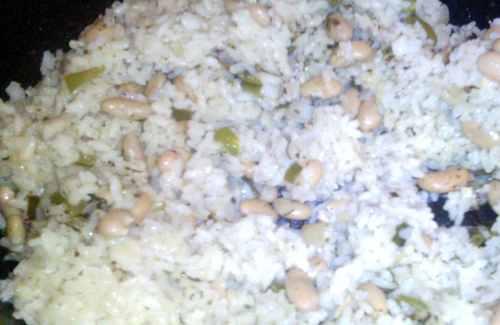 Рис с овощами и зерновой белой фасолью