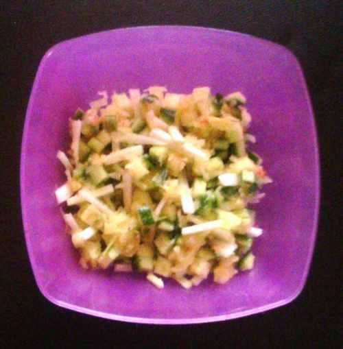 Японский салат с яблочной приправой